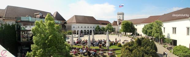 La piazza del castello, ottima per un po' di relax al sole